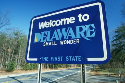 Delaware state sign welcoming people to a state with legal Kratom.