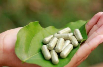 Kratom leaf and capsules