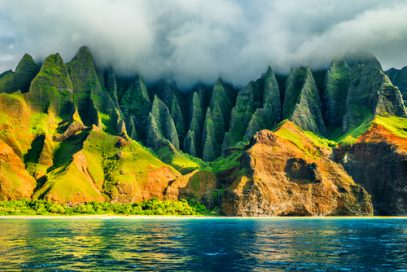 Hawaii has surfing, beautiful views, and legal Kratom.